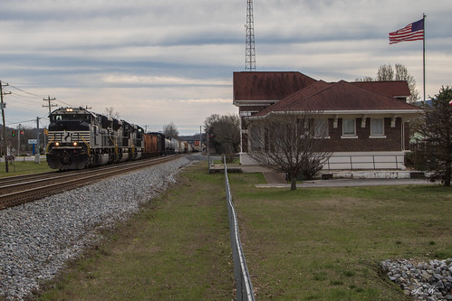 norfolk southern ns train railroad freight manifest spring city tennessee cnotp 3rd district 132 emd sd70acu sd70ace locomotive rr station