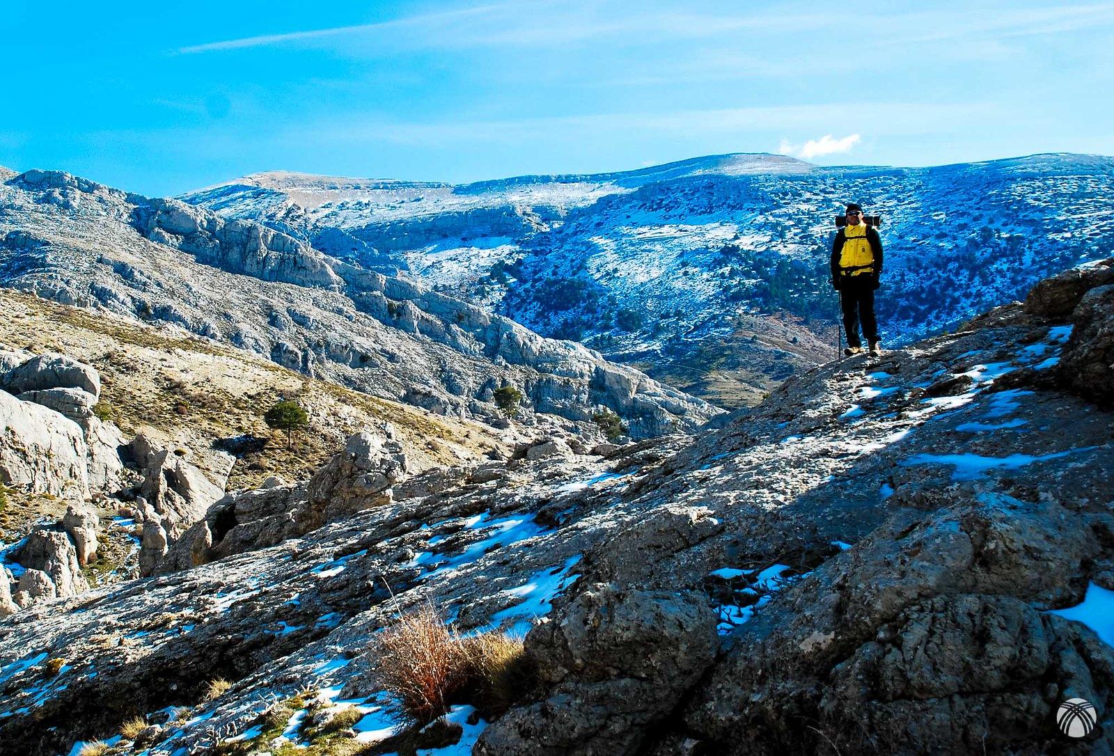 Bartolo y detrás al fondo Sierra Seca por donde regresaremos mañana