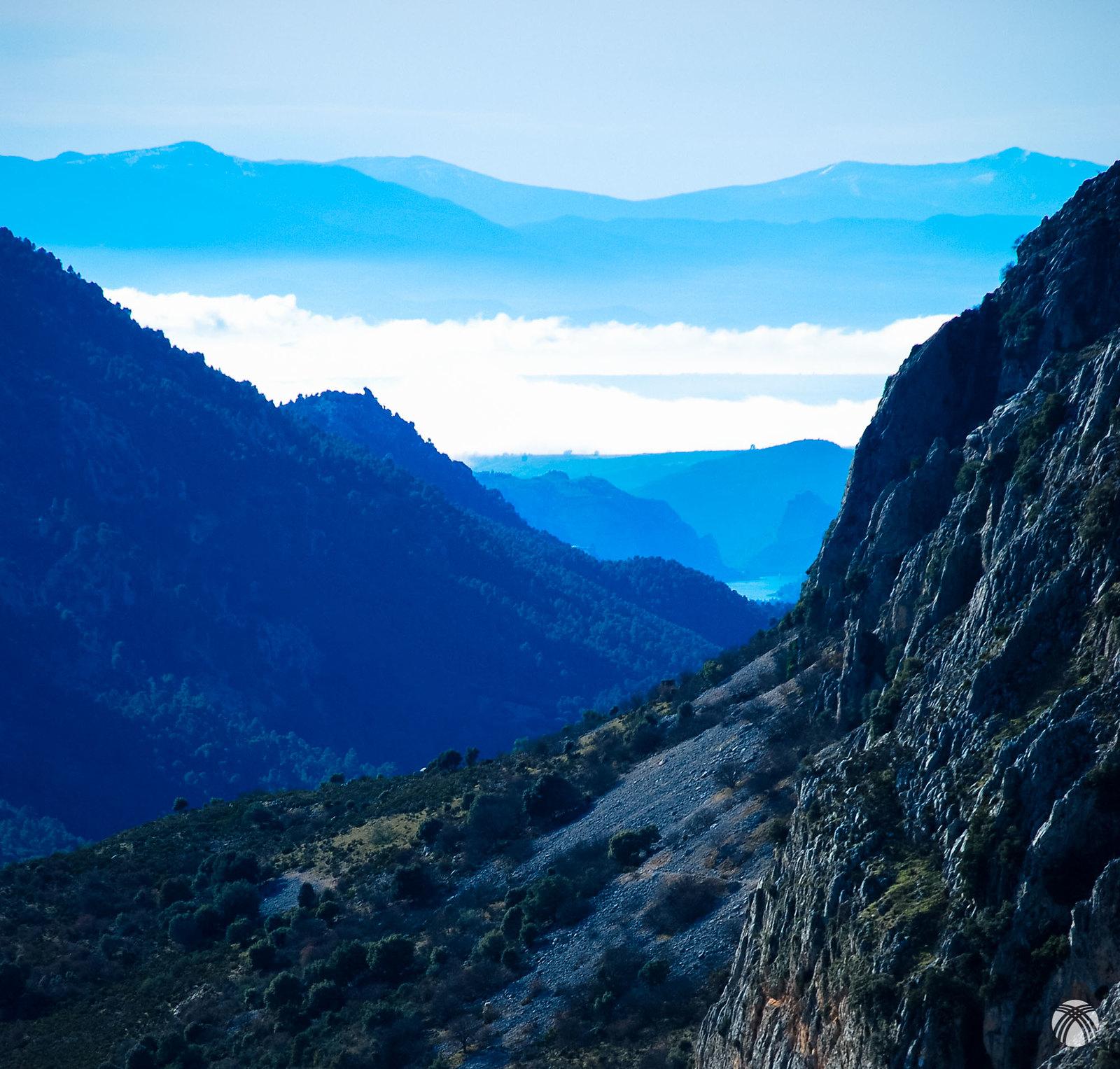 La salida del valle de Castril hacia el sur con Sierra Nevada al fondo