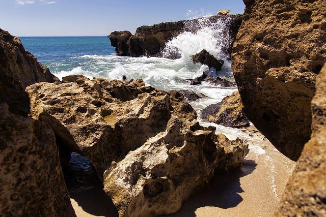 A splash at Praia do Evaristo