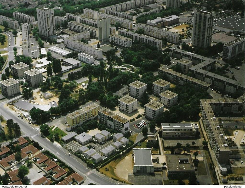 77 Montereau Faut-Yonne - la cité d'Urgençe @ le grand-ensemble @ les nouveaux espaçes HLM , une construction de 1961 & içi en 2000 (Surville)