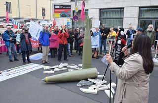 28.05.19: Aktion vor der Hauptversammlung von Rheinmetall - Rheinmetall entrüsten!