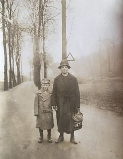 YOUTH AND DEVELOPMENT * Photo impressions of the 1920s *