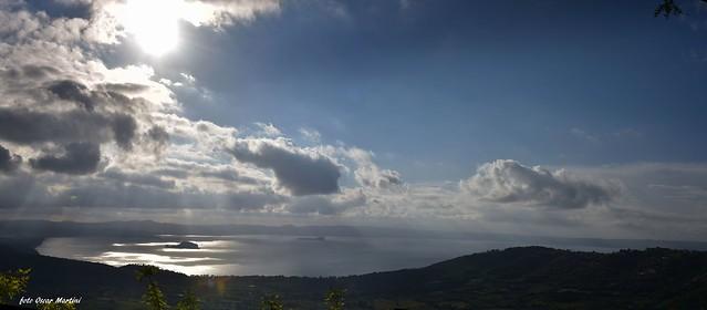 Il lago di Bolsena e le sue meraviglie si notano l'isola Martana e l'isola Bisentina