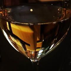 I väntan på kollegorna dricker jag gott och svalkande vitt. :) #pseudohelg