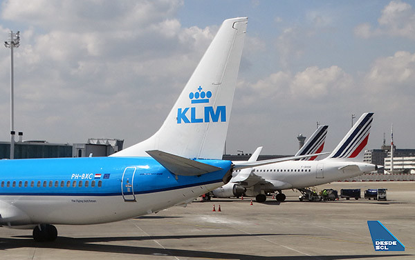KLM B737-800 y Air France A318 CDG 2F (RD)