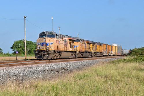 gevo es44ac unionpacific up manifest train eaglelake yard texas gliddensub sunsetroute siding meet