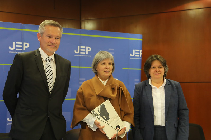Entrega de equipos electrónicos donados por Francia a la JEP
