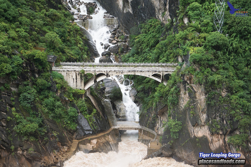 smart holidays tiger leaping gorge bridge