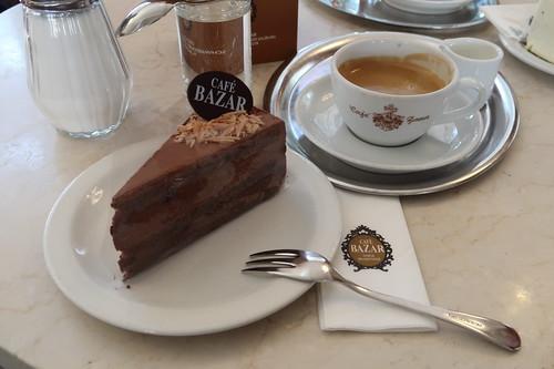 Haustorte (= Schokoladentorte) zur Melange