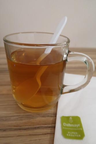 Alpenkräutertee vom '24h-Selfservice Kaffee& Tee' im Hotel Hofwirt (in Salzburg)
