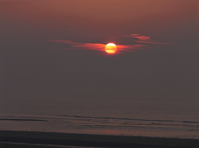 Coucher de soleil voilé sur la mer du Nord