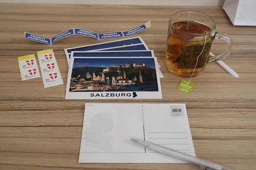 Alpenkräutertee zum Schreiben von Postkarten