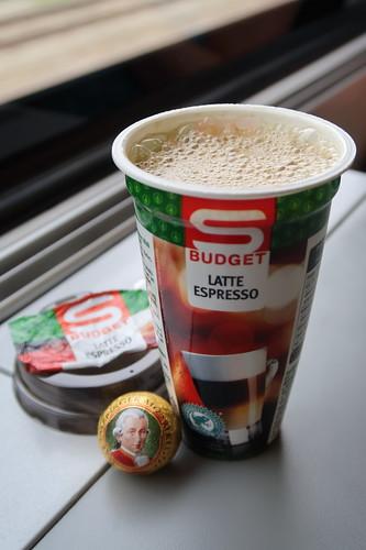 Latte Espresso zu Echter Salzburger Mozartkugel von Mirabell