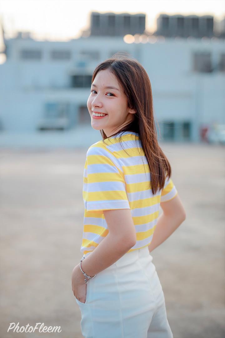 แต่งรูปสาวน่ารัก โทนคลีนสีฟ้าหวาน แอพ Lightroom
