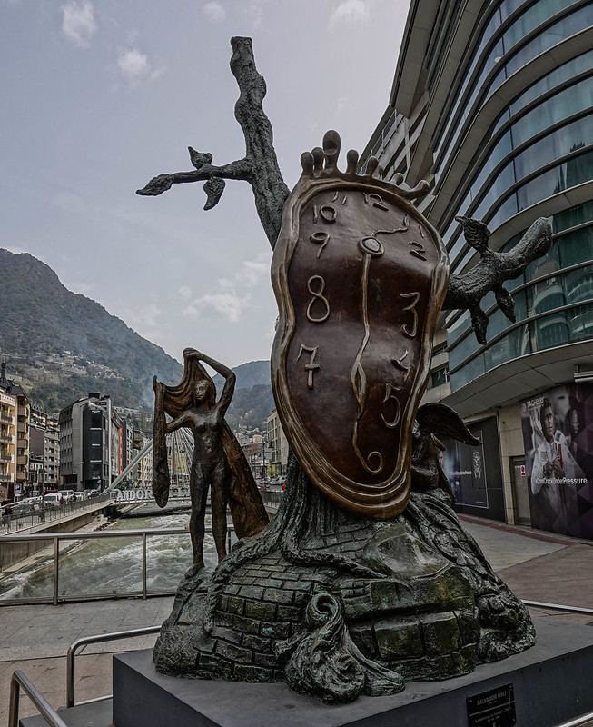 Dali's statue