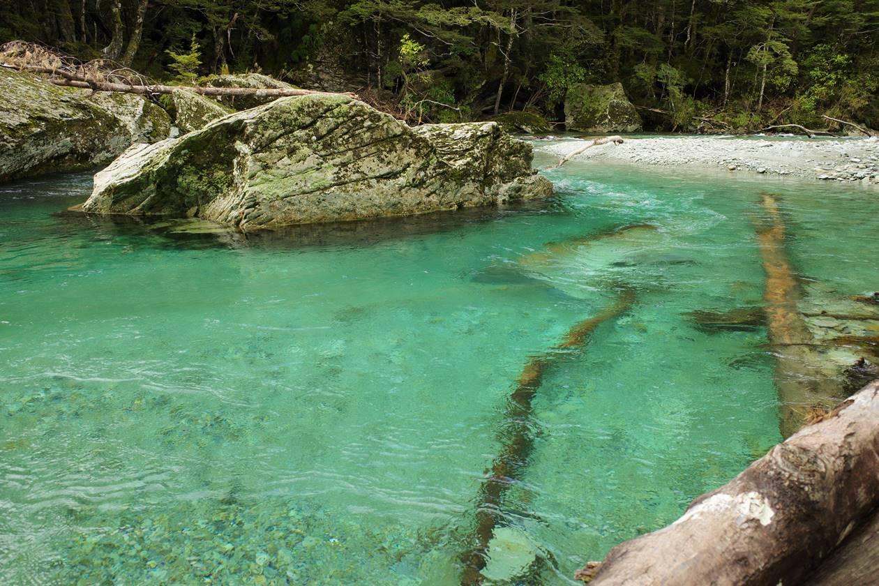 エメラルドグリーンのルートバーン川