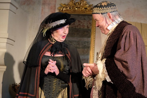 Helena Eriksson som Madame Simone och Christian Zell som Harpagon