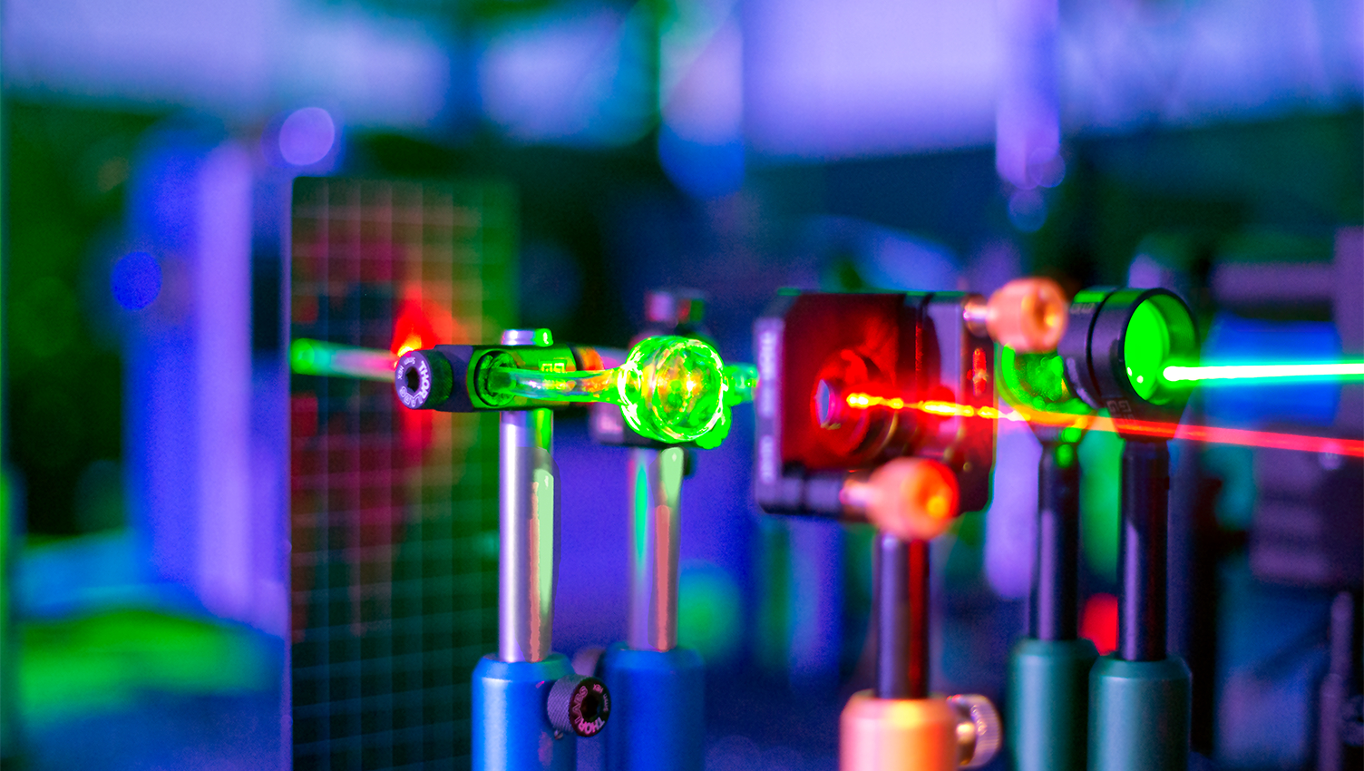 Green laser light is absorbed by nanoparticles and converted into heat. Credit Ventsislav Valev &  Kristina Rusimova.