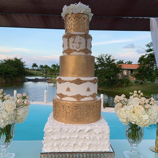 Cake by Damian's Cakes