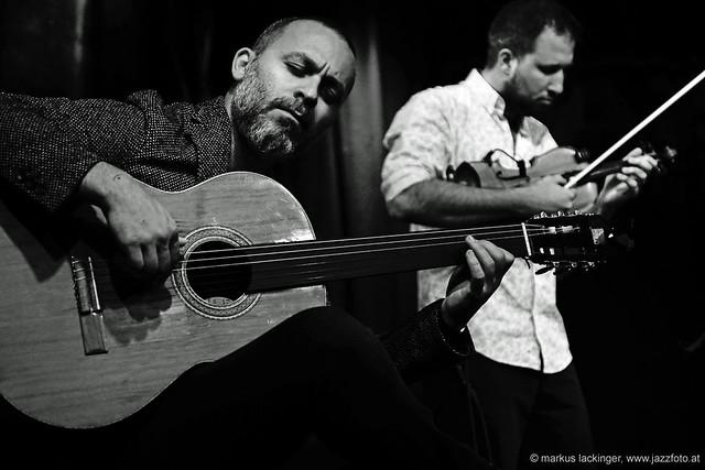 Cenk Erdogan: fretless & fretted guitar / Efe Turumtay: violin
