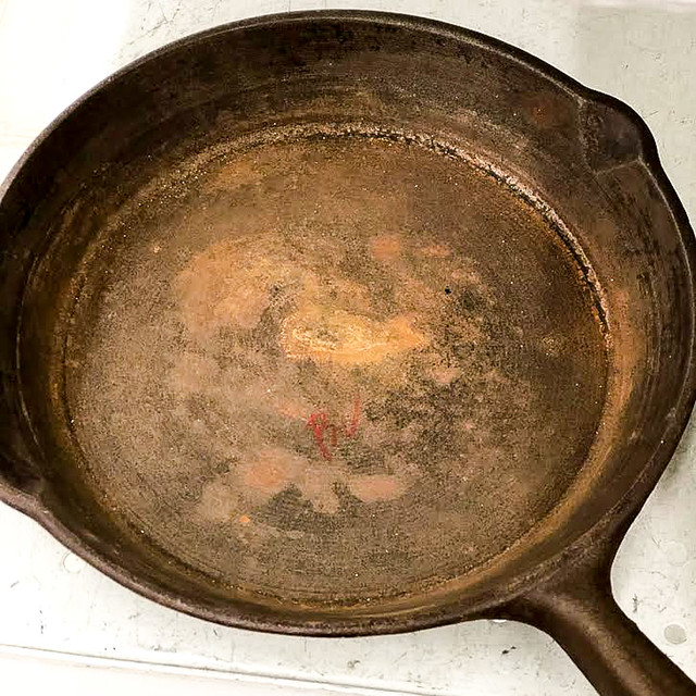 Easiest & Most Environmentally Friendly Way To Remove Rust From Cast Iron Pan