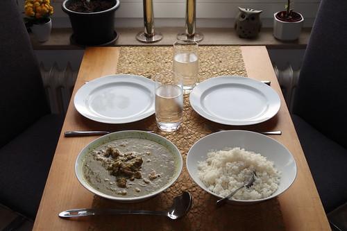 Khoresht-e Rivas = persischer Lammfleischtopf mit Rhabarber (Tischbild)