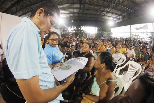 30.05.19. Vítimas de Incêndio do Educandos recebem doações.