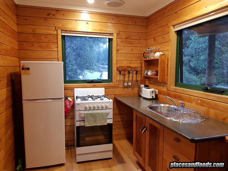 tasmania cradle mountain cottage room kitchen