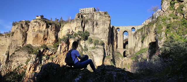 Enjoy the beautiful mountains and ancient Puente Nuevo bridge