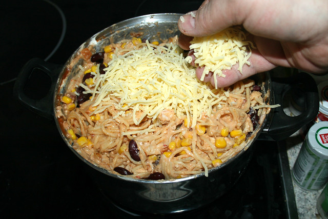 20 - Käse einstreuen / Add cheese