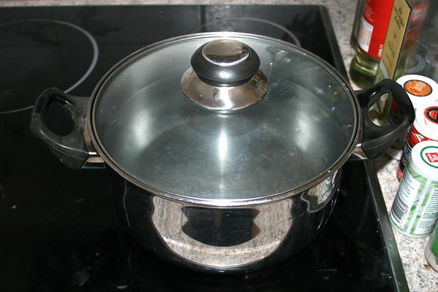 05 - Topf erneut mit Wasser für Spaghetti aufsetzen / Bring water for spaghetti to a boil