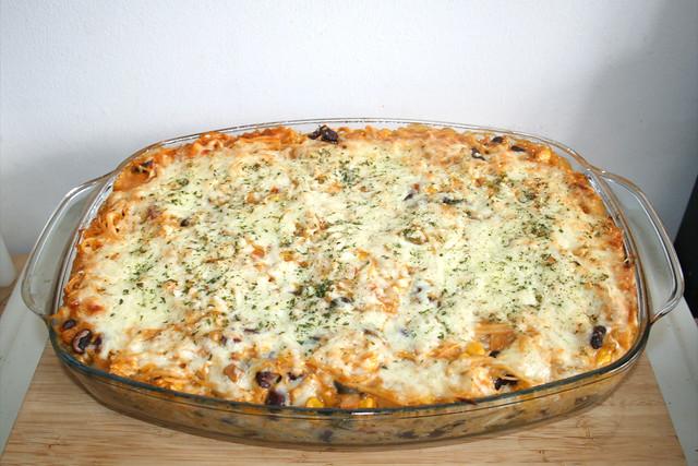 30 - Creamy spicy chicken spaghetti casserole - Finished baking / Cremig-pikanter Hähnchen-Spaghetti-Auflauf - Fertig gebacken