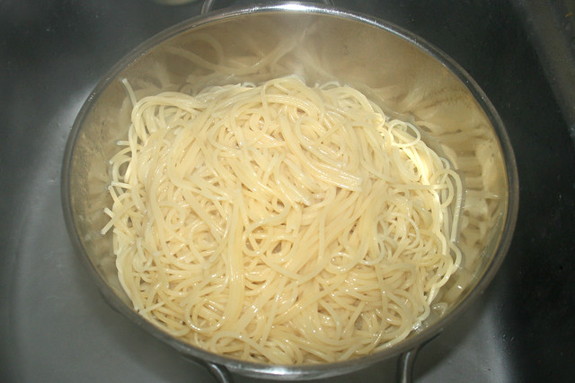11 - Spaghetti abtropfen lassen / Drain spaghetti