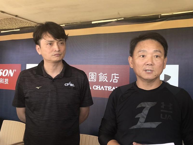 中職祕書長馮勝賢與Lamigo總教練洪一中。(資料照。賴冠文/攝)