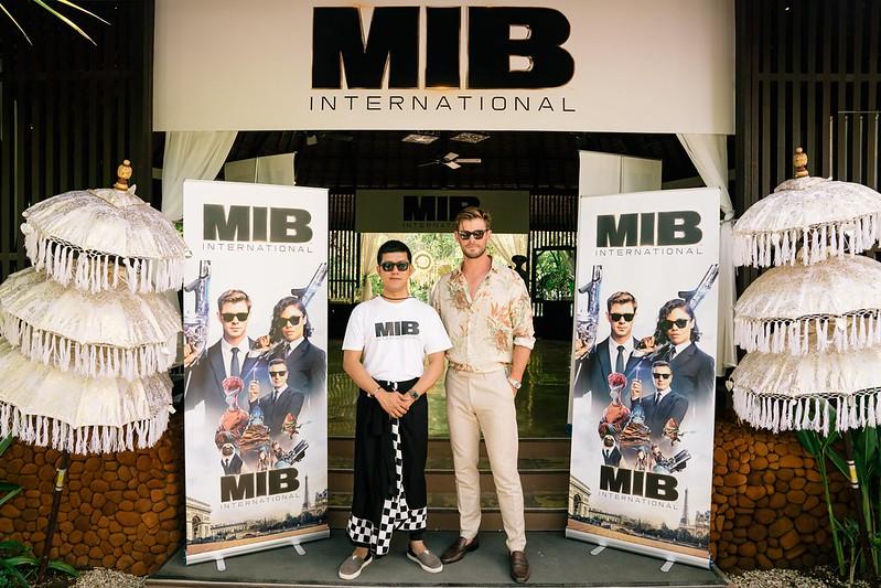 Budiey & Chris Hemsworth at Bali