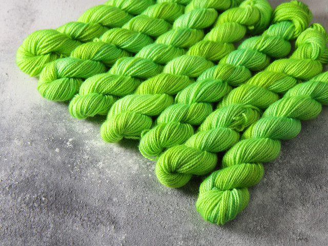 Favourite Sock Minis – pure Merino wool superwash 4 ply / fingering hand dyed yarn 20g miniskeins – 'Hulk'