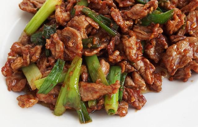 Wok-gerecht met sha cha saus