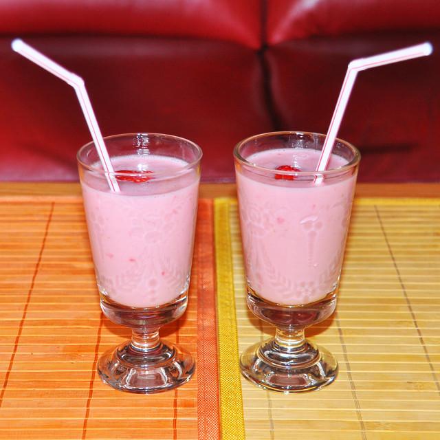 31.05.2019 ... Erfrischende und wohl schmeckende Erdbeer-Bumi ... Foto: Brigitte Stolle