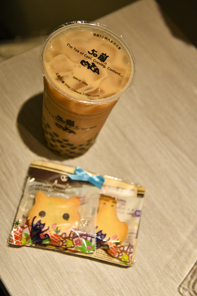 Tapioka Milk tea & Pineapple Cake