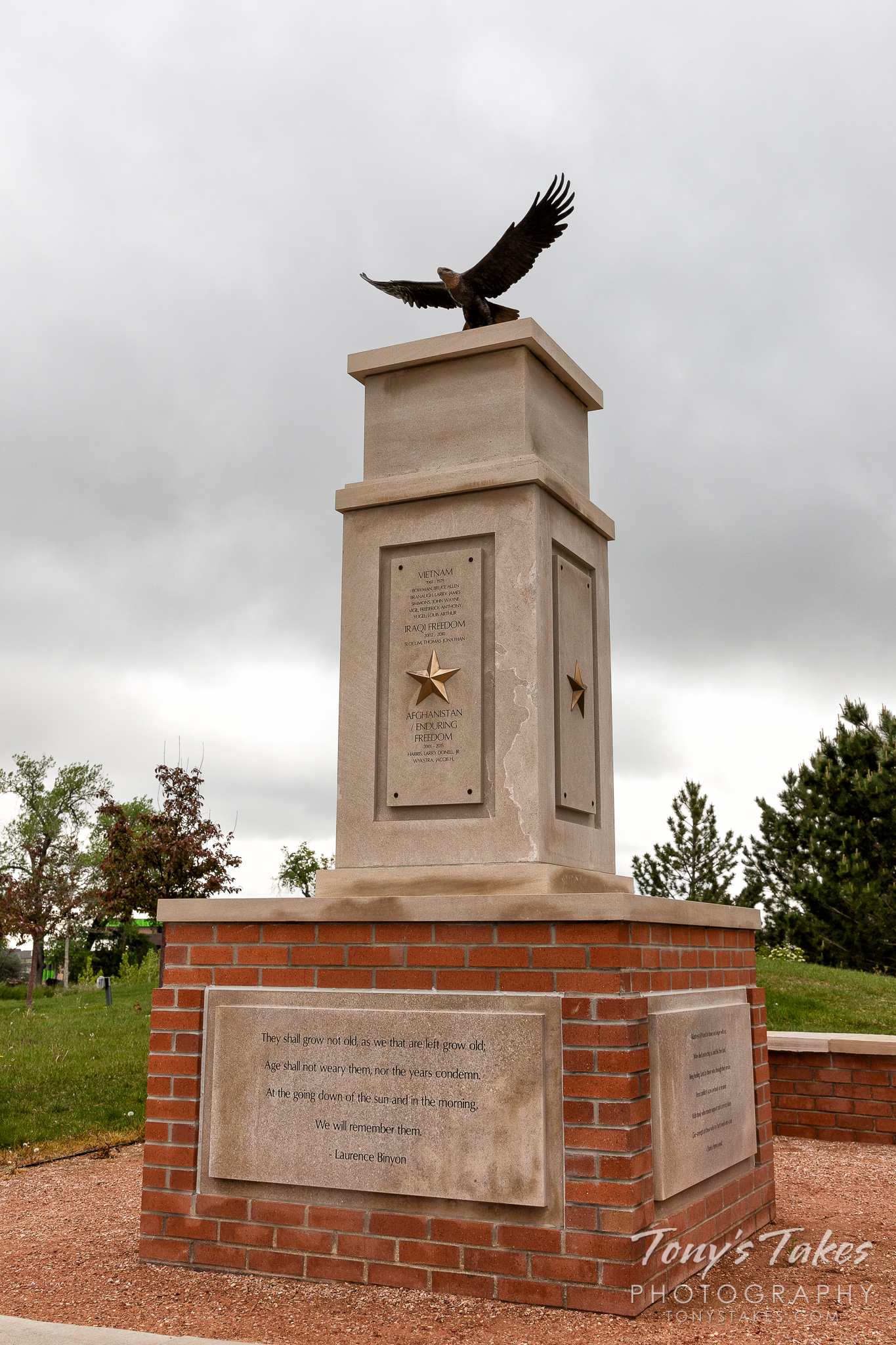 Fallen heroes monument at the Thornton Veterans Memorial. (© Tony's Takes)