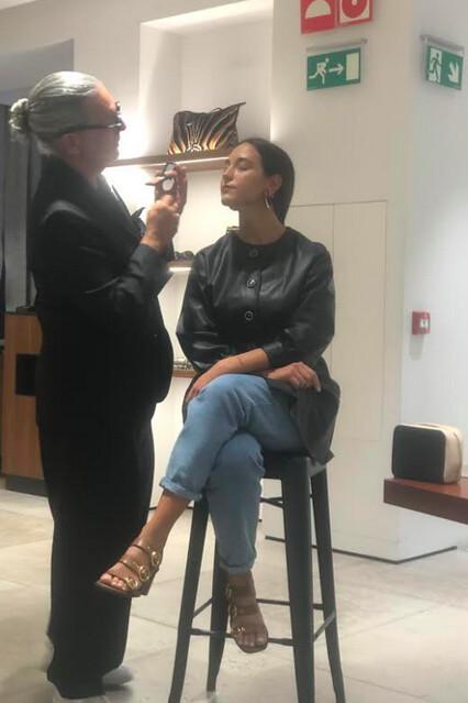 Uterqüe y Bobbi Brown Eduardo Ferreira maquillando
