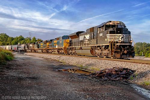 norfolksouthern gecx railway railroad railfan grain coveredhopper train silvercreek georgia locomotive engine sd70ace emd