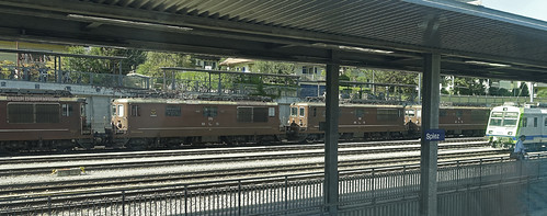 RD18111.  BLS Re 4/4 425s.
