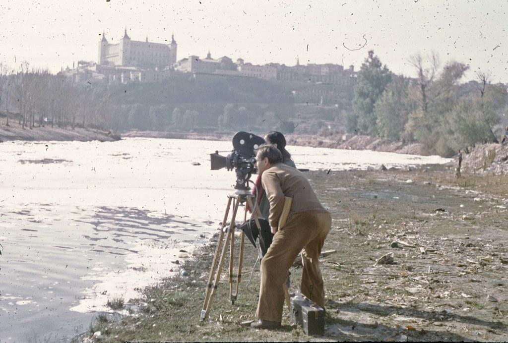 """Guillermo Zúñiga rodando su documental """"El agua en la vida"""" en Toledo en 1974 © Fondo Guillermo Fernández Zúñiga. Foto de Guillermo F. Zúñiga"""