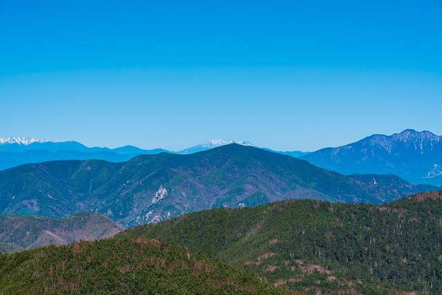 小川山の背後から御嶽山@甲武信ヶ岳