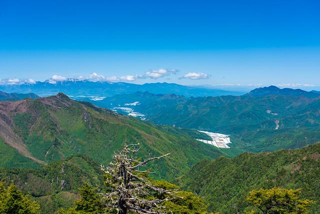 八ヶ岳・御座山と眼下に川上村