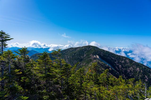 木賊山の南側から雲が上がってくる