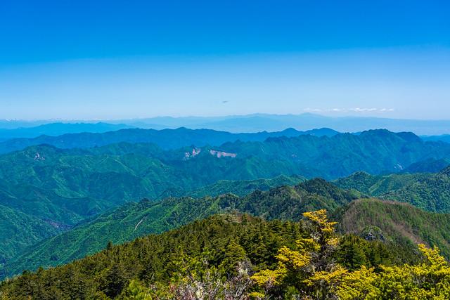 両神山の向こうには上信越の山々