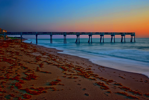 verobeach indianrivercounty city cityscape urban downtown skyline florida density centralbusinessdistrict building architecture commercialproperty cosmopolitan metro metropolitan metropolis sunshinestate realestate highrise condominium humidsubtropicalclimate treasurecoast verobeachpier atlanticocean jayceepark sand beach seaweed fishingpier historicdowntown longexposure 10stop 10stopfilter sunrise